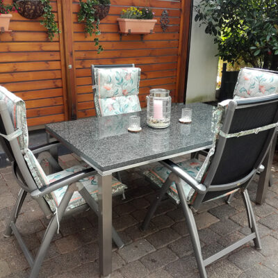 Sitzecke auf der Terasse/Sitting area on the terrace